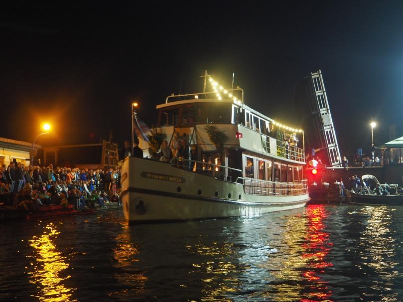 Boat with an orchestra, sneekweek, sailing
